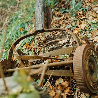 rusted blades on a reel lawn mower